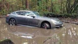 Il abandonne sa Porsche pour ne pas arriver en retard à son