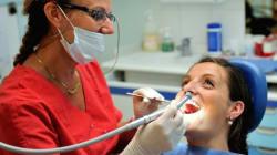 Frais dentaires: les prix poussent certains Français à ne pas se