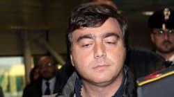 Valter Lavitola collabora con i pm di Napoli. Per Silvio Berlusconi, c'è il rischio di nuove accuse sul fronte
