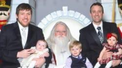 Il se prend en photo avec le Père Noël depuis 33