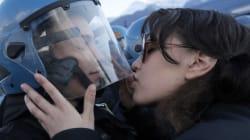 Plainte pour harcèlement sexuel suite à ce baiser qui a fait le tour du