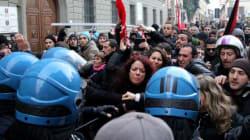 Assedio al lusso a casa di Renzi (FOTO,