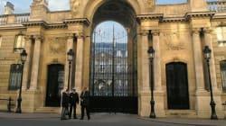 Parigi, un italiano in auto si lancia contro il cancello