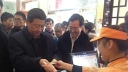 Xi Jinping in fila senza scorta per un panino