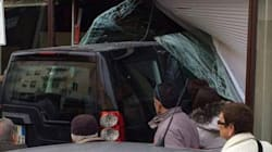 Suv sfonda la vetrata di una banca, un morto a