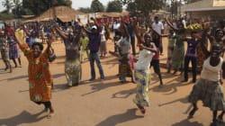 Scènes de liesse à Bangui après la démission du