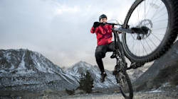 Après une chute de vélo, il connaît une érection de 7