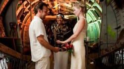 Un couple se marie 52 fois dans 50 pays différents