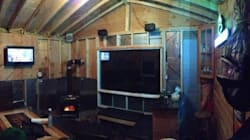 7 Guys Create Epic Canadian Man Cave To Watch Super