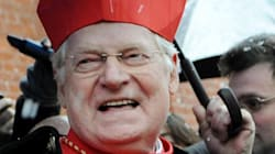 Protesta anti-Scola dei Cinque Stelle: Il cardinale entra in aula, i consiglieri se ne