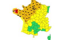 Vent et inondations : 36 départements du nord-ouest en