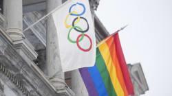 Montréal hisse le drapeau LGBT pour protester contre la Russie
