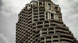 廃墟になった49階建のビルが、バンコクに今もそびえ立っている(画像)