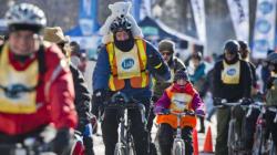 Des centaines de cyclistes parcourent les rues de Montréal