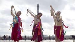 Les Femen simulent une pendaison... avec la natte de