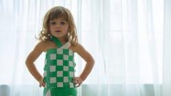 À 4 ans, elle crée de superbes robes en