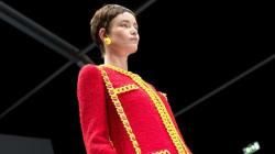 ASSISTA: Coco Chanel e marcas de fast food no desfile de Jeremy