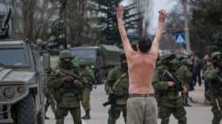Ucraina, militari filo russi occupano aeroporti in