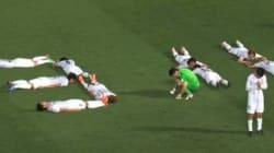 L'hommage de joueurs de foot japonais aux victimes du
