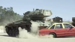 シュワルツェネッガー、戦車に乗って何もかも踏み潰す―というチャリティ