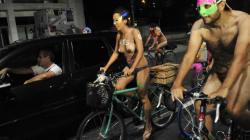 FOTOS: Não se assuste se encontrar ciclistas pelados neste sábado
