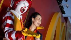 Fotógrafo registra a inauguração do 1º restaurante do McDonald's no