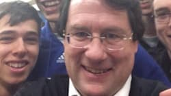 PQ Minister's Selfies Cause