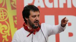 Il Vaffa-Day di Salvini. Leghisti in piazza a Verona in solidarietà ai serenissimi