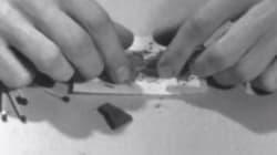 Ce tutoriel vidéo pour rouler un joint a 45