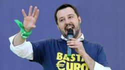Salvini cacciato dal comizio a Napoli
