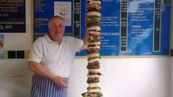 Ce cuisinier a assemblé le plus géant hamburger