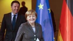 Renzi sventa l'abbraccio della Merkel. Dà buca al Forum