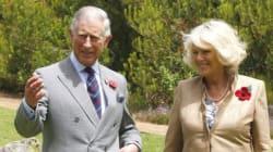 Une foule et plusieurs dignitaires ont accueilli Charles et Camilla à