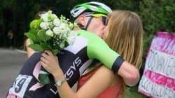 Il Giro d'Italia si ferma per amore