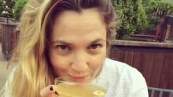 Drew Barrymore pose sans