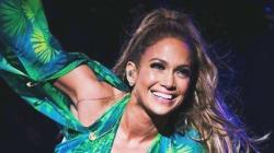 Jennifer Lopez, jamais sans sa robe