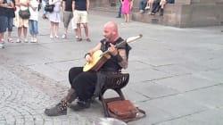 Escucha al músico callejero con sorprendente registro de voz