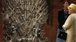 Elizabeth II face au Trône de