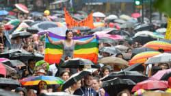 Une Gay Pride teintée de colère, sous une pluie