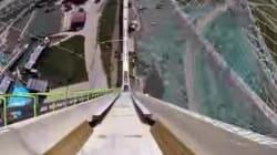 La descente de la plus grande glissade d'eau du monde va vous donner le vertige