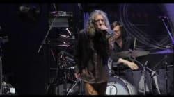 Robert Plant si esibisce