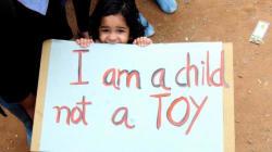India, bambina di otto anni stuprata e impiccata
