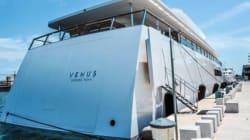 Sorpresa nel porto di Brindisi, c'è lo yacht di Steve