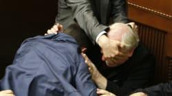 Cette photo de bagarre au Parlement est composée comme un tableau de la