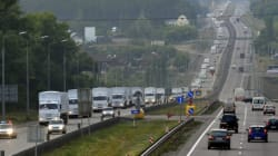 Un convoi humanitaire russe controversé poursuit sa route vers