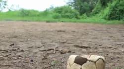 Il pallone per i bambini che giocano in zone di guerra