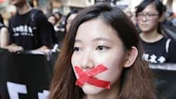 Hong Kong: des étudiants forcent les portes du