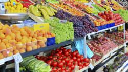 Agricultores reparten 10.000 kilos de fruta en Madrid en protesta por el veto de