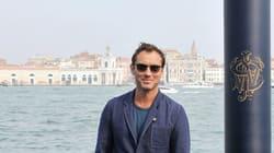 Jude Law come Peter Pan. L'attore a Venezia veste Oliver