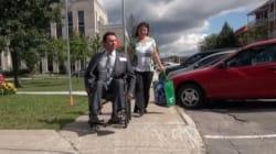 Des élus expérimentent la réalité d'une personne handicapée